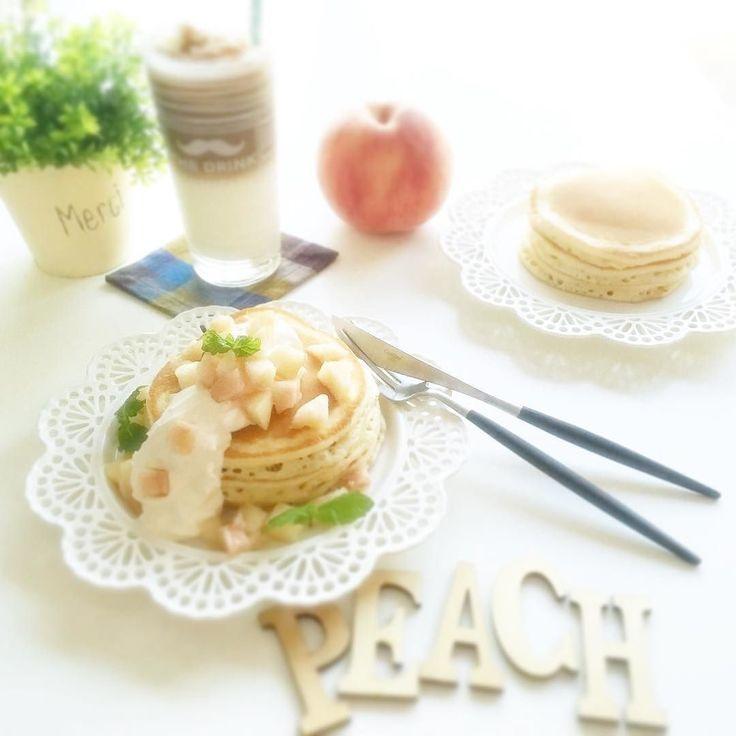 今日の朝ごはん  忙しくてちょっとインスタサボっておりました(óò)  朝ごはんは今年ラストの桃パンケーキ お取り寄せした桃たちがラスト2個 つはパンケーキに最後の1個は夕食後に食べようかな  桃と梨が好きだからシーズン終わるの寂しい  #おうちごはん #うちごはん #手料理 #料理 #cooking #朝ごはん #朝食 #breakfast #手作りパンケーキ #パンケーキ #pancakes #桃のパンケーキ #peachpancakes #キャラメルラテ #caramellatte #料理初心者 #料理勉強中 by pipirokory