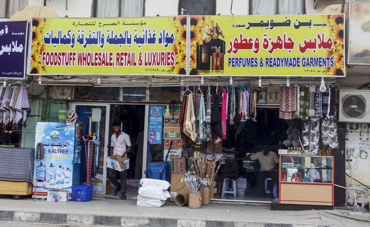 Make Sure You Give Yourself Time To Explore Markets In Oman You Can Spend Time Wandering The Vendors And Finding All Sorts Of Treas Salalah Omani Great Places
