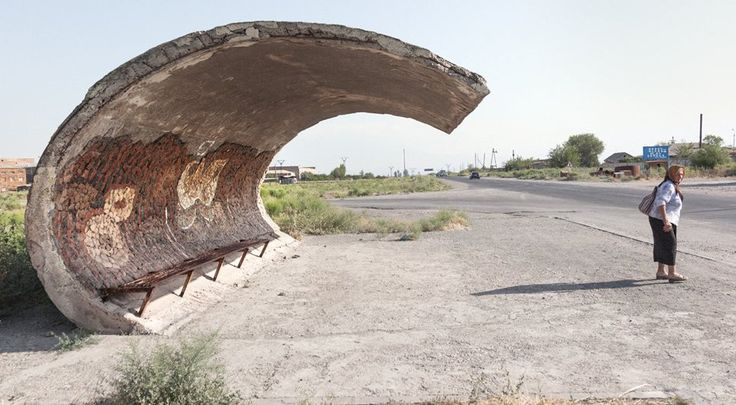 quibbll.com - Кристофер Хервиг (Christopher Herwig): Советская автобусная остановка - Армения, г. Эчмиадзин