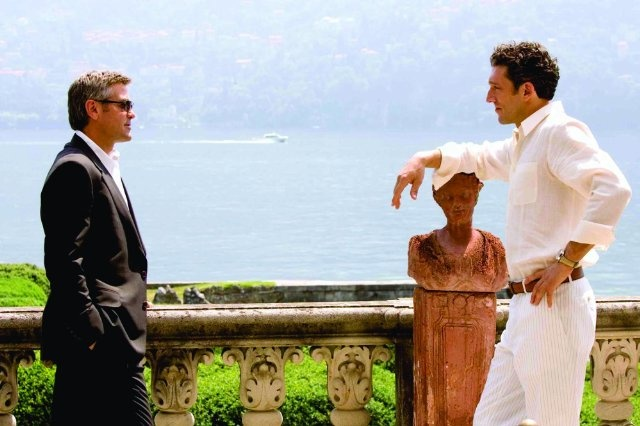 Still of George Clooney and Vincent Cassel in Ocean's Twelve
