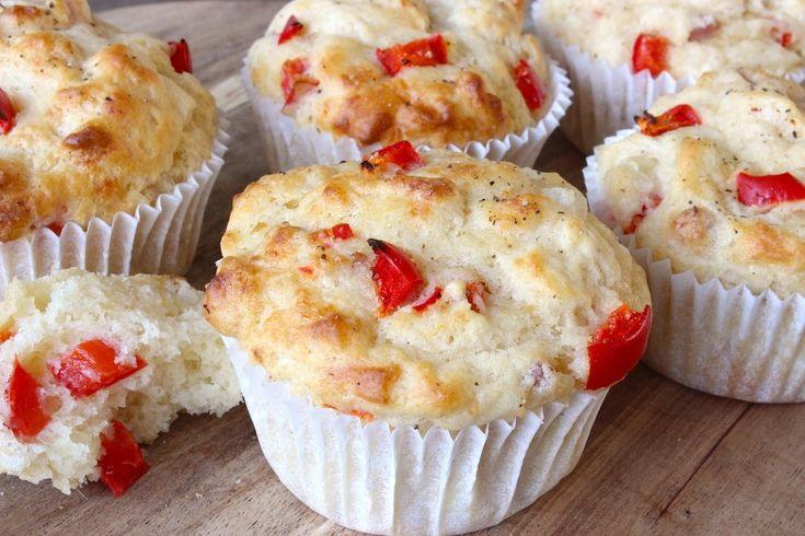 Hartige muffins met ham, kaas en paprika