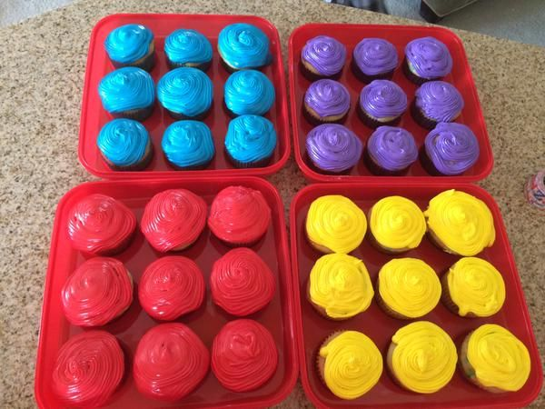 Wiggly coloured cupcakes! #thewiggles #wigglyparty #wigglypartyideas #thewiggles #childrensparty #cake