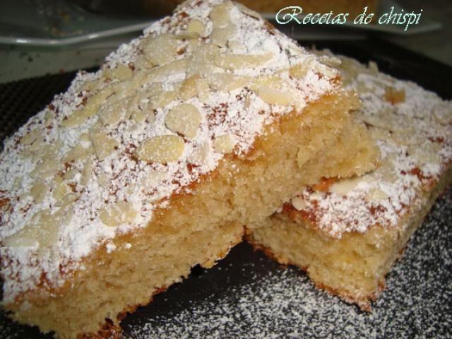 Bizcocho de chocolate blanco y almendras   Comparterecetas.com