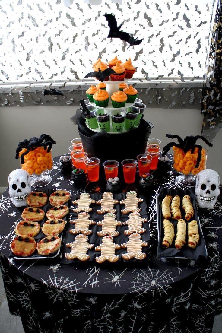 Mesa de postres y mesa salada, dos en una, para halloween. #MenuDeHalloween