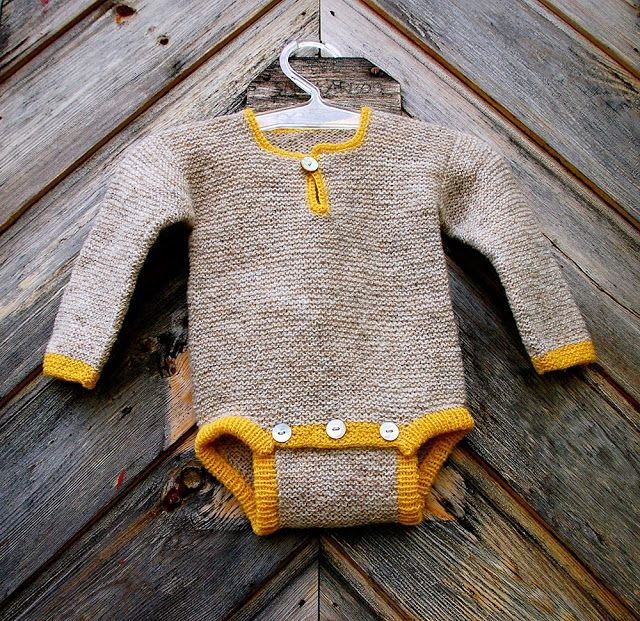 Rillestrikket body fra Nøstebarn - thank goodness for google translate. How cute is this and there is also a matching pair of pants.