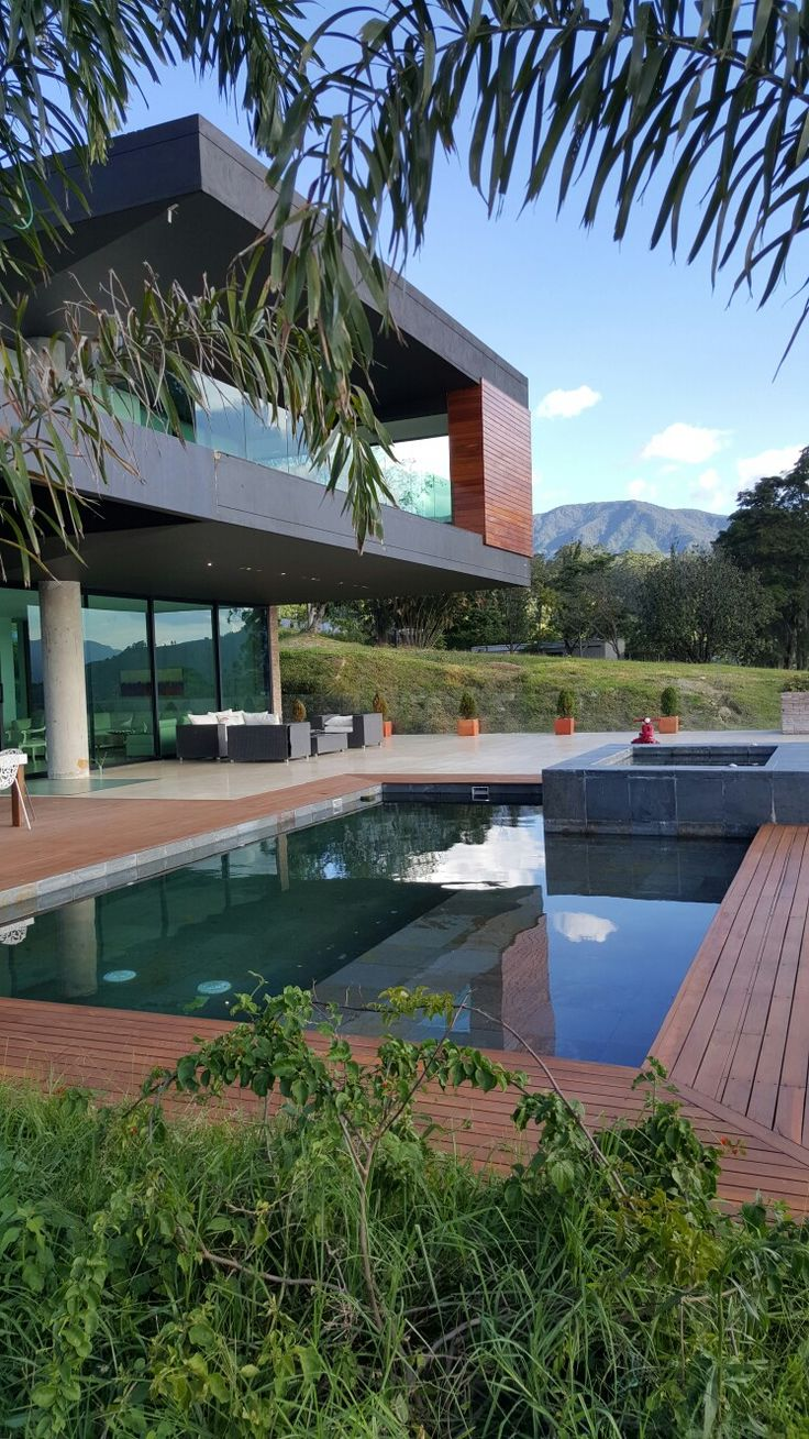 Fachada occidental piscina