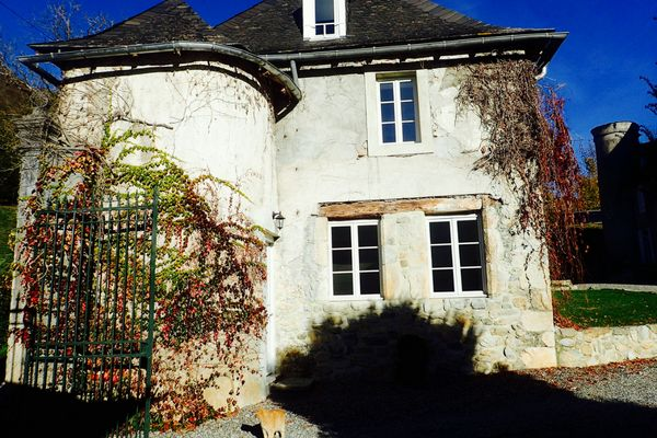 Stay in an AirBnB Chateau in the South of France – Review via @https://au.pinterest.com/litebackpacker/