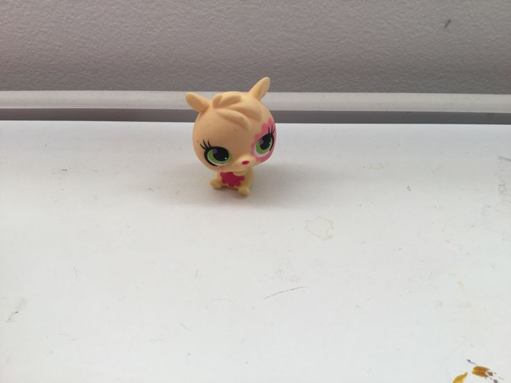 Look at how cute this lps he'd and seek pet is, this weeks colour is yellow!
