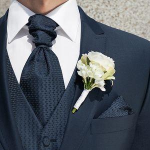 Einstecktücher adeln Smoking Outfits, Hochzeitsanzüge und natürlich auch Businessbekleidung