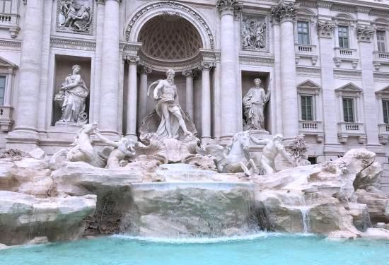 Do you want to live La Dolce Vita in Rome? Your apartment rental located near the Trevi fountain will make your stay both whimsical, and exciting