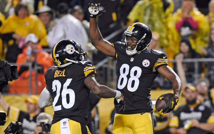 STEELERS 43  -  CHIEFS 14  -     Pittsburgh Steelers wide receiver Darrius Heyward-Bey celebrates after scoring a touchdown with Le'Veon Bell during the first half of an NFL football game against the Kansas City Chiefs in Pittsburgh, Sunday, Oct. 2, 2016.