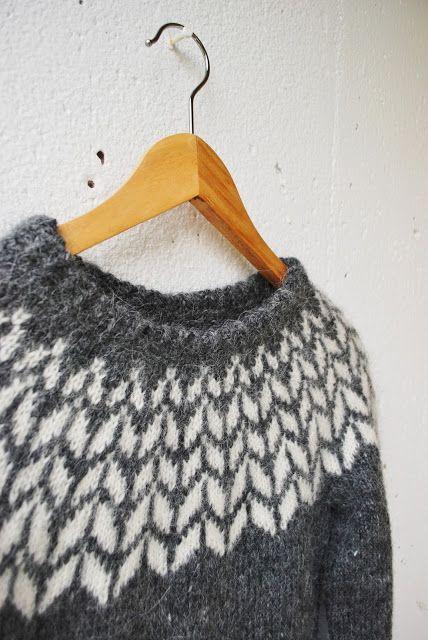 Efter att jag stickat min Héla ville jag sticka ungefär hundra islandströjor till. I tröjan Birki (som finns i en jättevacker version här...