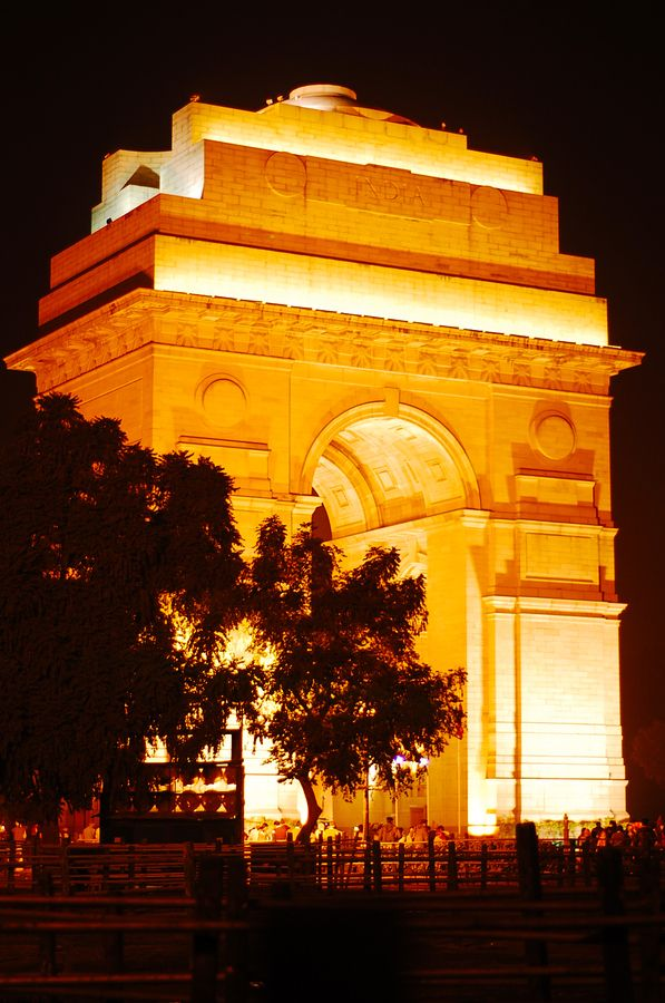 Late night hangouts at India Gate.. With friends, ice creams and chuskis'..