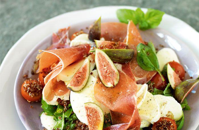 En matig sallad med kyckling, quinoa, pasta, fisk eller kött blir en riktigt god måltid som håller länge. Här är tio mättande sallader som du gör på nolltid!