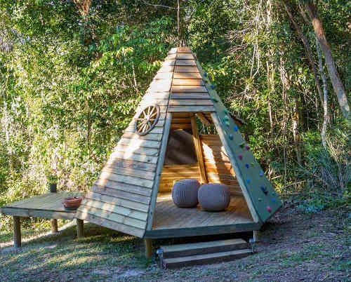 cabane enfant teepee | Outdoor stuff in 2019 | Cabane bois enfant, Cabane bois, Maison bois enfant