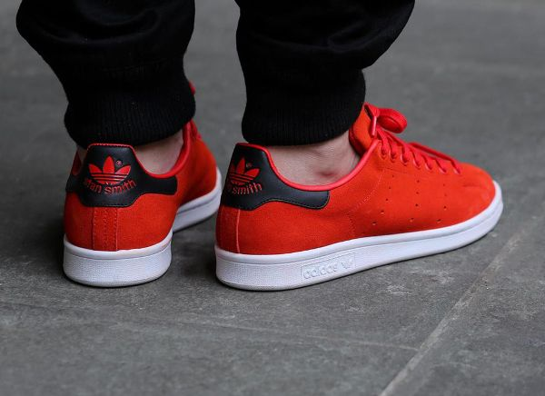 stan smith rouge en daim