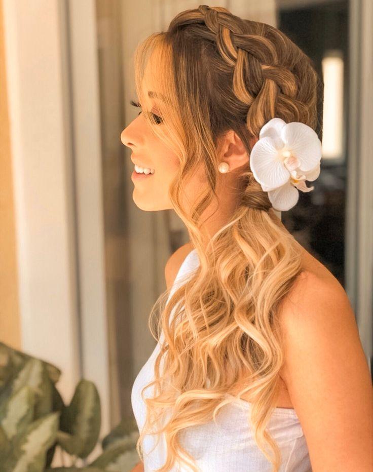 Noivas | Grinaldas | Flores de Cabelo | Tiara de Noiva | Casamento em 2021 | Penteados noiva trança, Penteado noiva, Cabelo de noiva