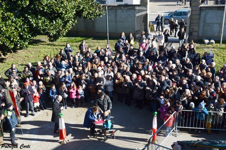inaugurazione del carro  taglio del #nastro #applausi #gessate #giornatadellamemoria
