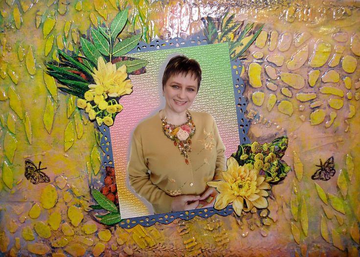 """Декорирование странички с фото моего колье """"Солнечный микс"""". Фон выполнен в технике микс-медиа (структурная паста, многослойная цветовая гамма), декоративную бумагу с цветами тоже делала сама. Размер А4."""