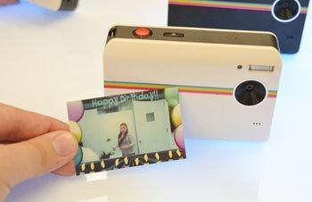 コンデジ感覚で使えるのが「ポラロイドZ2300」。コンパクトサイズのプリンター内蔵型デジカメです。「撮るだけ撮って全然印刷しないんだよね」って方やスクラップブックを作っている方にオススメです!