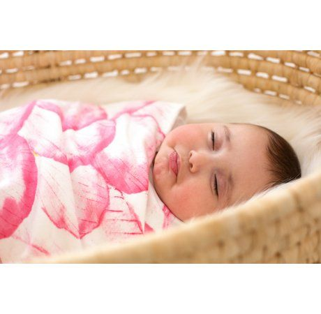 Beautiful, super soft and generously sized - the way all baby wraps should be!  Made from 100% certified organic cotton the divine Sapling Rose Petals baby snuggle blanket is perfect for wrapping your little bundle both at home and on the go.