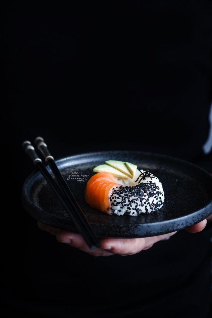 Sushi donuts: il sushi muta forma, diventando una golosa ciambella di riso da guarnire con le più svariate combinazioni di pesce, carne, verdura e frutta.