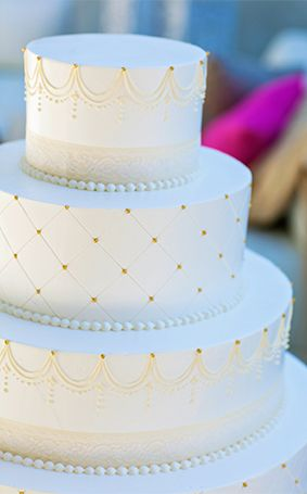 This wedding cake confirms that every so often the simplest touches can create the most dramatic finishes