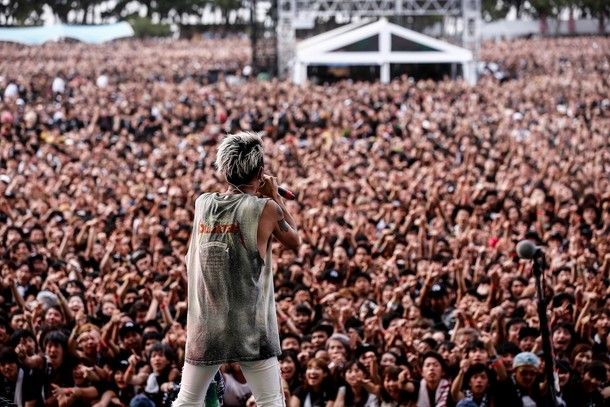 "ONE OK ROCK史上最大規模ワンマンで""世界一大事な""11万人を圧倒(画像 8/10) - 音楽ナタリー"