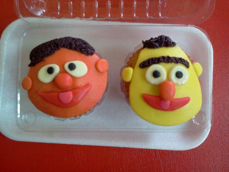 Pasteleria deNaranjo. Cupcakes de plaza sesamo forrados en mazapan.