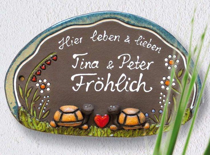 """#Keramik Türschild """"Schildkrötenpaar"""", wetterfestes Namensschild - Zwei verliebte Schildkröten zieren dieses hübsche Türschild und schauen sich gegenseitig an. Aus wetterfest gebrannter #Keramik."""