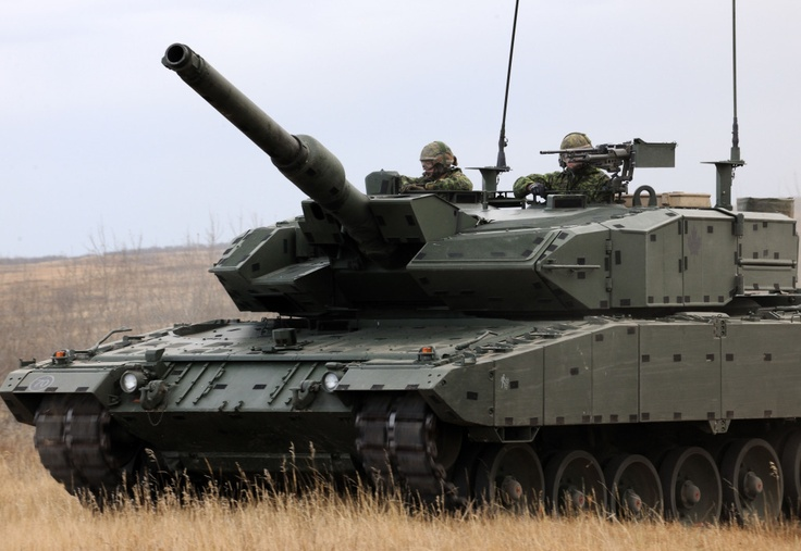 October 19, 2012 Wainwright, Alberta General Walter Natynczyk, (retired) Chief of the Defence Staff drives a Leopard 2A6M tank with the Lord Strathcona's Horse (Royal Canadian) Regiment during his visit to Exercise Maple Resolve in Wainwright, Alberta on October 19, 2012.