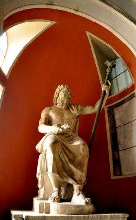 Estátua de Zeus em seu trono. Foto: kasa.dome / Shutterstock.com: