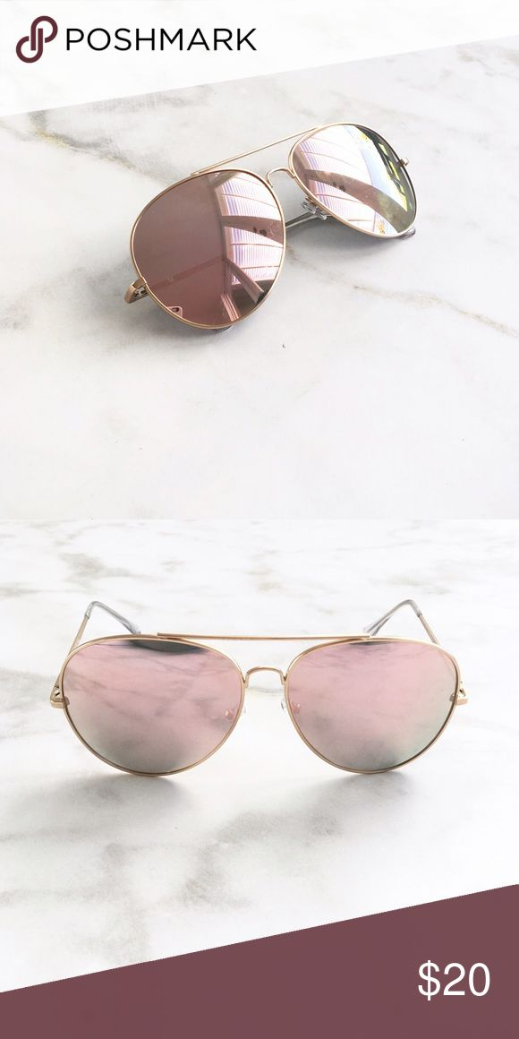 PINK MIRRORED OVERSIZED AVIATORS PINK mirrored lens. Gold light weight metal frame. Price firm Style Link Miami Accessories Sunglasses