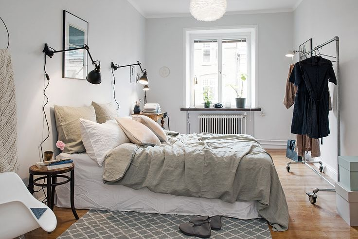 gravity-gravity: Bedroom in Swedish apartment