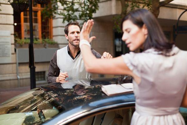 Crisis en la pareja. Por lo general las parejas bajo circunstancias normales, aunque no sean felices, se acostumbran a la convivencia, se amoldan y pueden