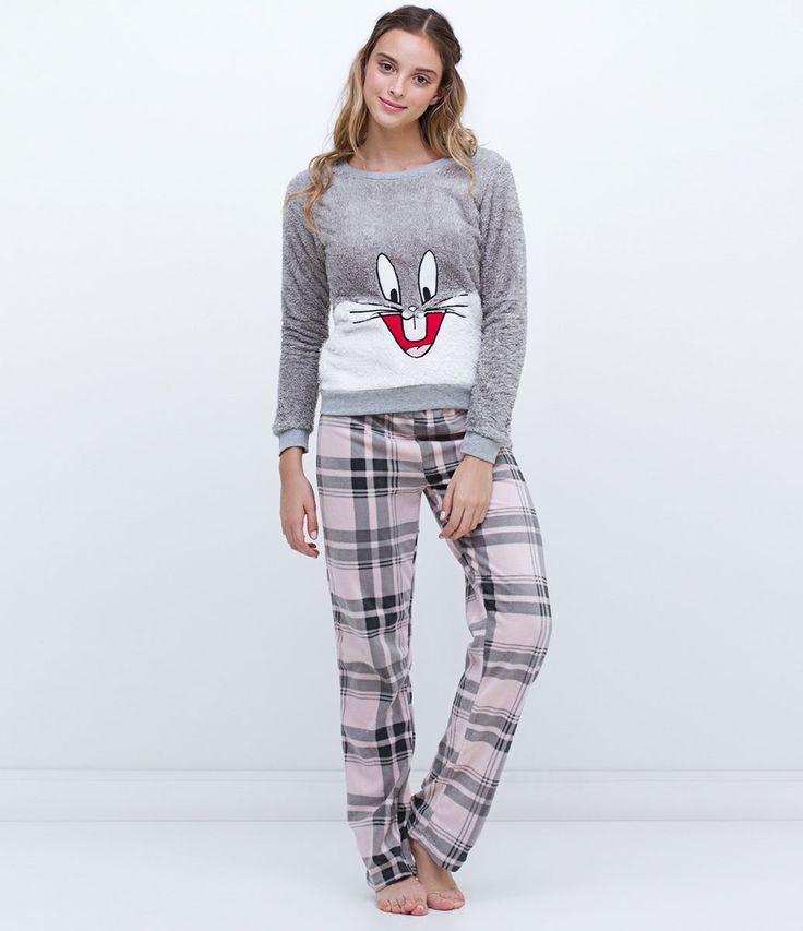 Pijama feminino  Manga longa  Com estampa  Calça xadrez  Marca: Looney Tunes  Tecido: fleece  Composição: 100% poliéster  Modelo veste tamanho: P       COLEÇÃO INVERNO 2016       Veja outras opções de    pijamas.