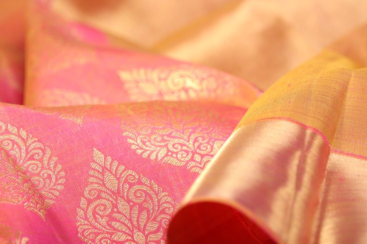The bold format of the drape is a striking contrast with the soft, washed colours of this pastel palette. #sari #india #kanjivaram #silk #kanakavalli