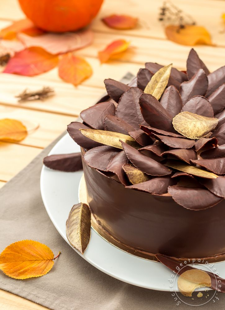 La feuille d\u0027automne est un gâteau composé de couches de meringues et de  mousse