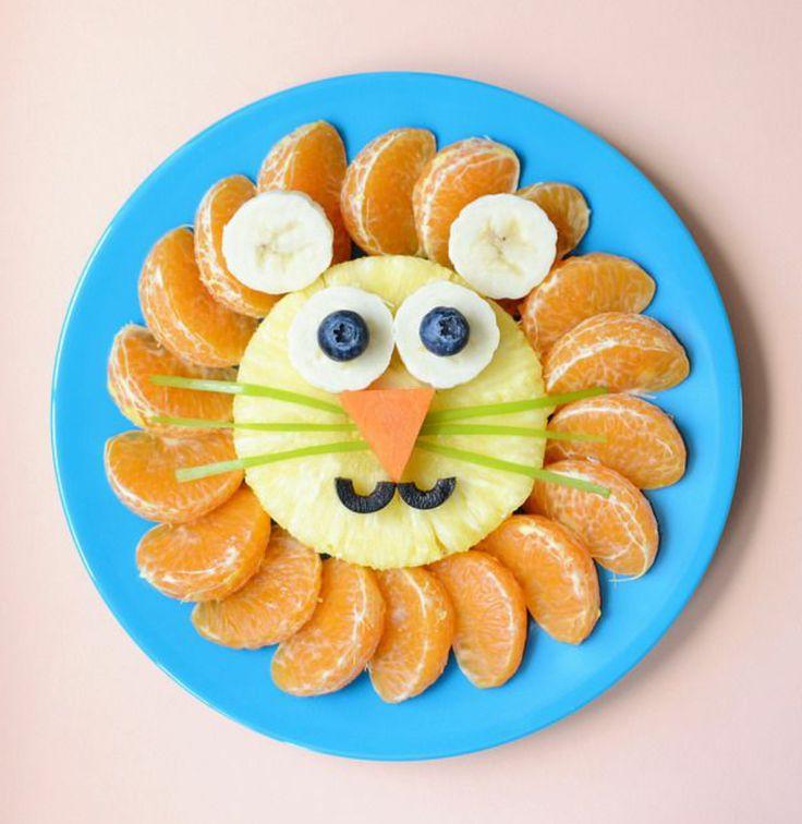 LEÓN. (piña, mandarina, banana, blueberry, zanahoria, aceituna negra y apio)