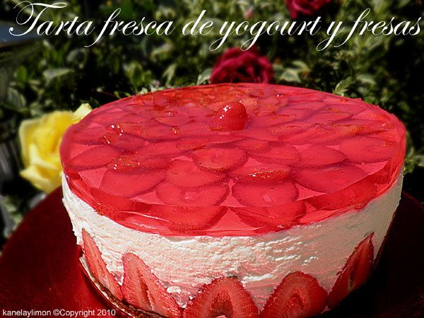yogurt tart with fresh strawberries , the page is in spanish, but your PC will translate it!