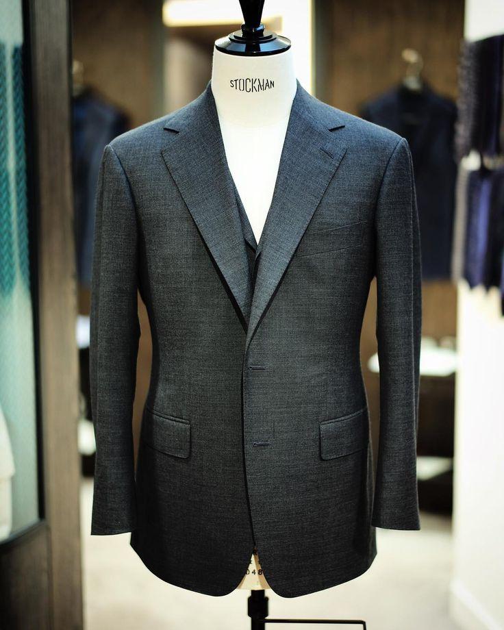 "Best of the best - H. Lesser & Sons ""Lumbs Golden Bale"" in charcoal sharkskin. #wwchan #menswear #mensfashion#bespoke #handmade #hongkong #hk #style #fashions #tailor #tailoring#sartorial #tailormade #dapper#redgang #wwchanandsons"