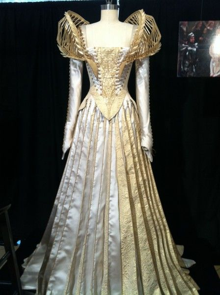 Beautiful costume for the Queen in Snow White and the Huntsman