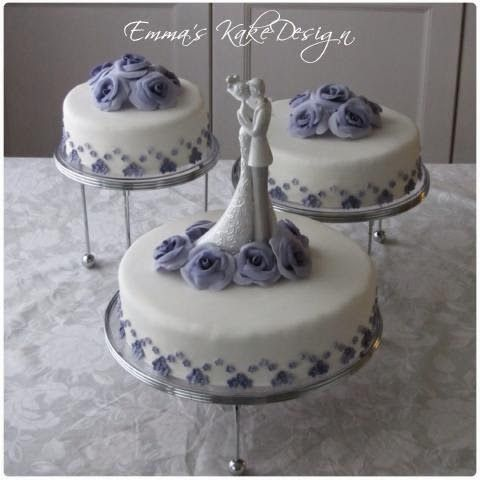 Emmas KakeDesign: Head to the blog for a step-by-step tutorial on how to make this beautiful wedding cake. Instagram @emmaskakedesign
