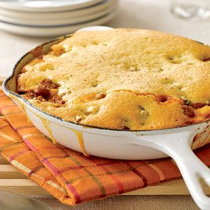 Chili-Cornbread Skillet - Use Joan of Arc beans to save time without sacrificing flavor | joanofarc.com #chili #skillet #onepanmeal #joanofarc