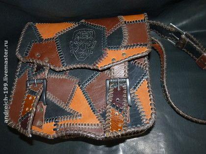 Франкинштейн 2. Плетёная сумка из кусков кожи разных цветов,кожаная подкладка,один небольшой внутренний карман на кнопке.На крышке резьба.
