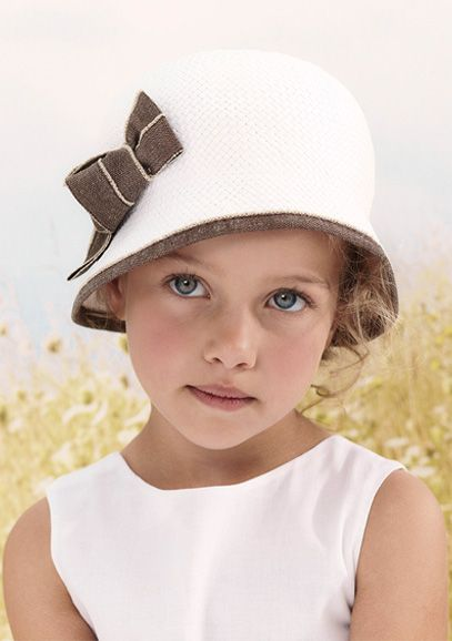 Beautiful vintage look hat by French label Cyrillus - claradeparis.com loves it!