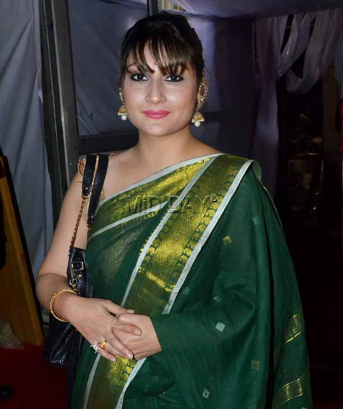 Urvashi Dholakia at the Durga Puja in Mumbai. #Bollywood #Fashion #Style #Beauty #Hot #Sexy #Saree