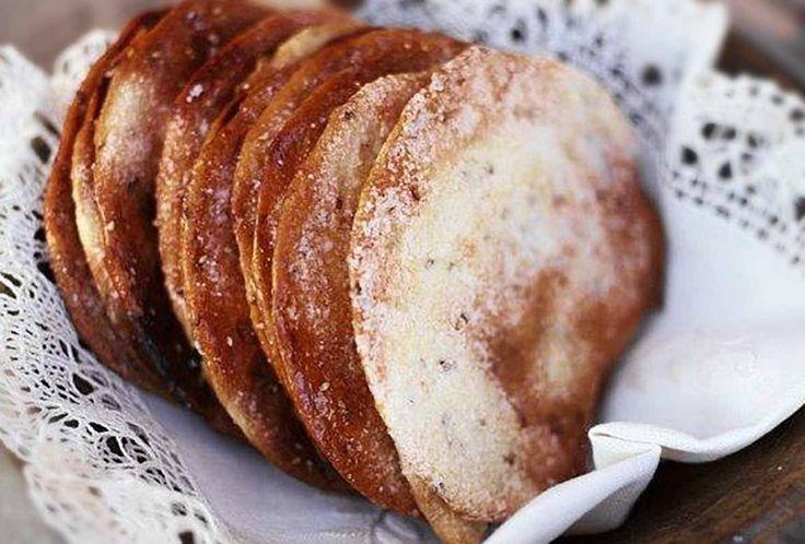 Spanish Olive Oil Tortas | Tortas de Aceite Recipe | Leite's Culinaria