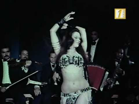 Azza Sherif This is a rare dance scene from Kasr fe alhawaa (1980) by Abdelhalim Nasr.