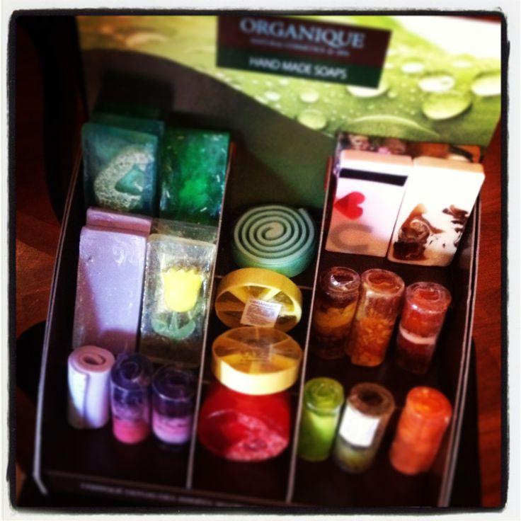 Pensierino per natale dell' ultimo minuto....???   HAND MADE SOAPS Organique, tante fragranze e tanti colori ad un piccolo prezzo....
